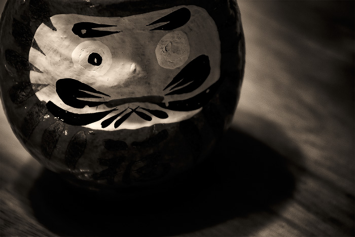 daruma-doll-black-white