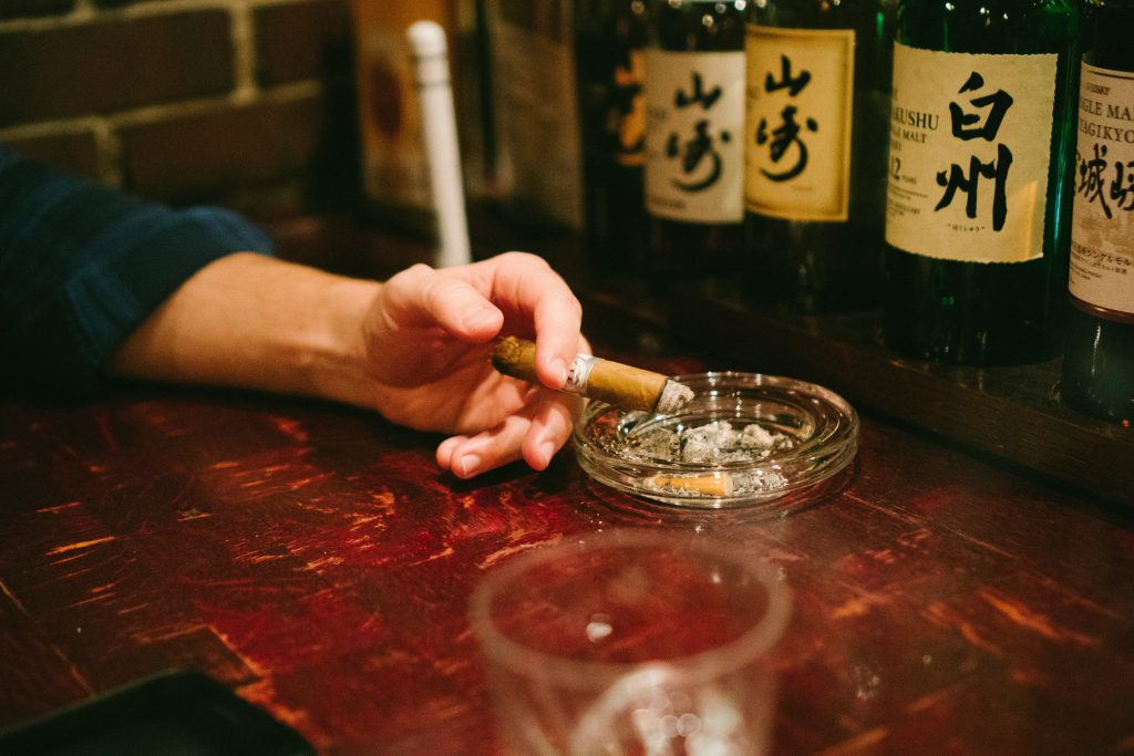 fumare in giappone-japan-smoking-kyoto-yajie