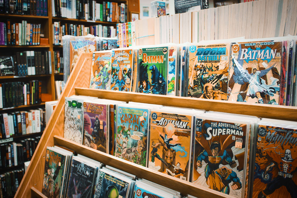 comics - book store - yajie